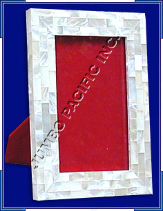 Square frame inlay with red background